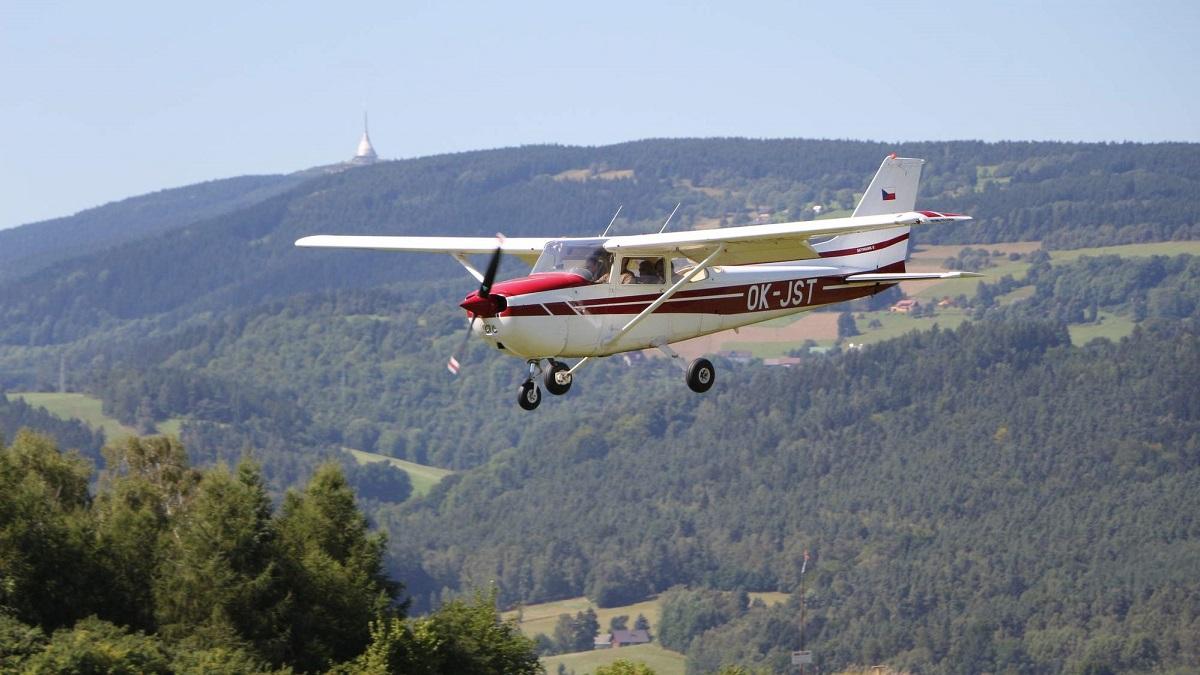 Aeroklub Hodkovice Ok Basic Cessna 172 Jst